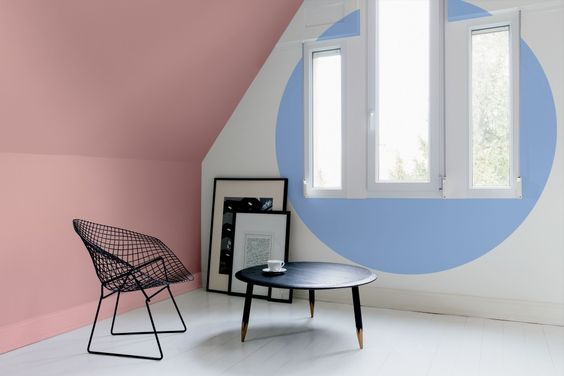 #RoseQuartz and #Serenity were selected as Pantone's colors of the year because the combination of these two colors evokes a sense of tranquility. Would spending time in this modern living room make you feel calm and tranquil, design friends?: