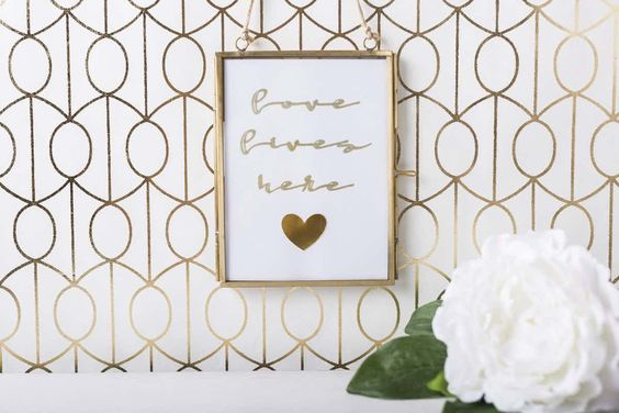 This wall art is easy to make and give.