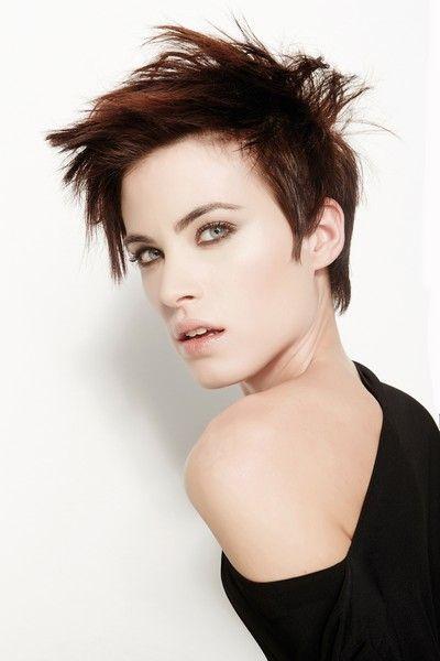 Taglio cortissimo. #capellicorti  #Shorthair #hairstyles #taglicapelli2014   http://www.elle.it/Bellezza-Beauty/capelli-tagli-acconciature-trend-2014-evos-jld#6