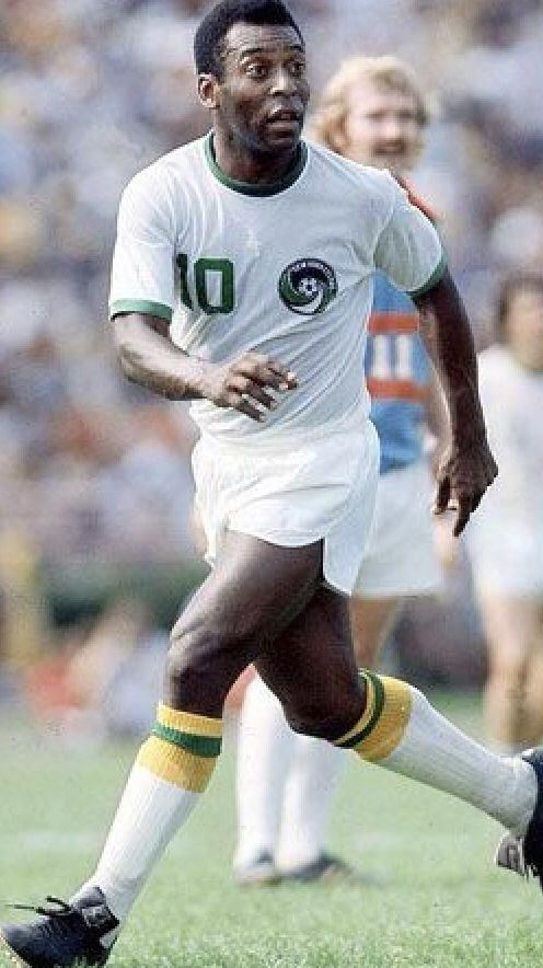 Tips And Tricks To Play A Great Game Of Football Pele Best Football Players Good Soccer Players