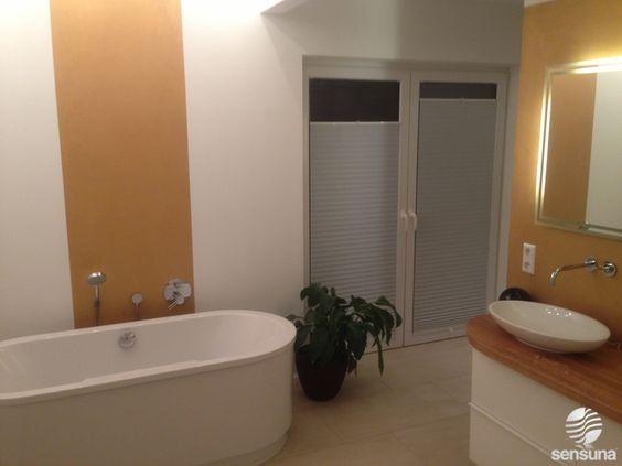 Plissee nach Maß als Sichtschutz an der Badezimmer Tür - ein Kundenfoto.  #sensunafotoaktion