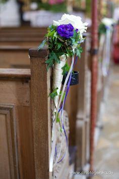 Hochzeit Kirchenschmuck Rose in lila und weiß mit grünem Efeu