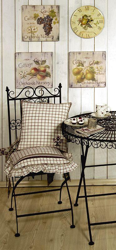 Unserer Eisenmöbel-Serie Country Garden steht jedes Sitzkissen perfekt, gefunden auf www.county-garden.de