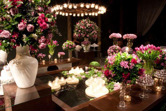 Espaço Gardens l Decoração Fernanda Rocco Eventos l Lounge de madeira l Flores Rosa l Espelho d'água