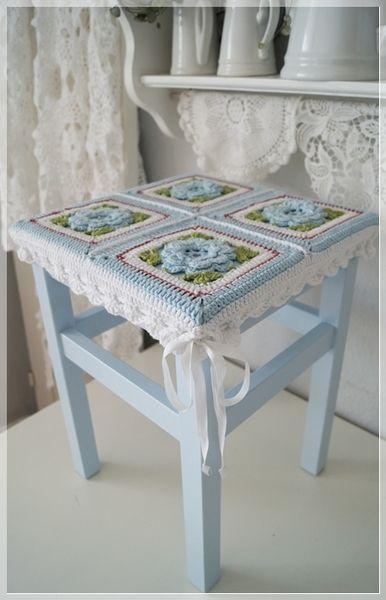 #Knitulator #GrannySquare: #Stuhlkissen ●✿● Hocker mit häkelbezug ●✿● von La Maison du Lapin auf DaWanda.com