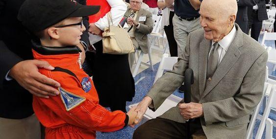 Llueven felicitaciones a John Glenn por 95 cumpleaños