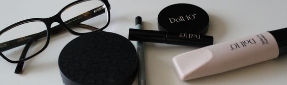Basics: Make-up für Brillenträger – so geht's bei Kurz- & Weitsichtigkeit!
