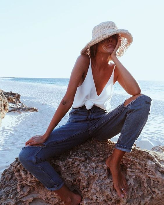 This is one of the best summer vacation outfits out there!