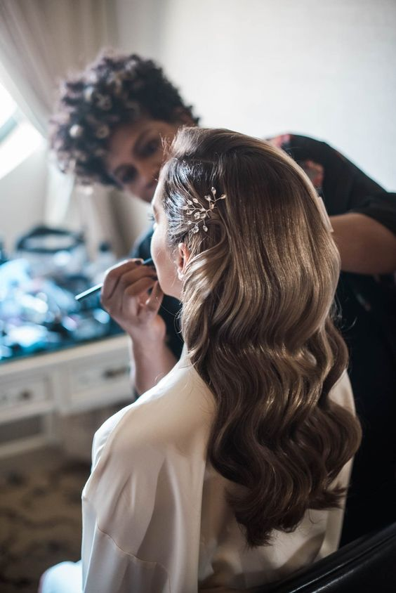 bridal-hair-with-jeweled-clip-and-soft-waves-old-hollywood-bridal-hair-style