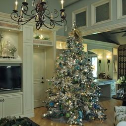 Christmas Decorating  traditional  dining room