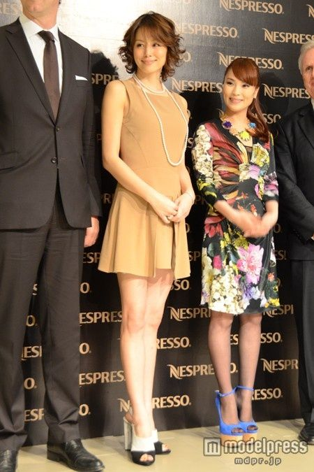 ミニスカドレスが似合う米倉涼子さん