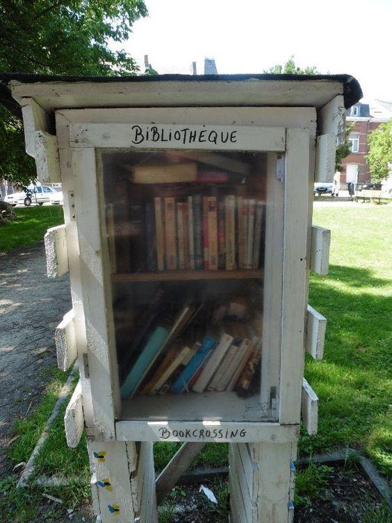 Boîte à livres Jambes