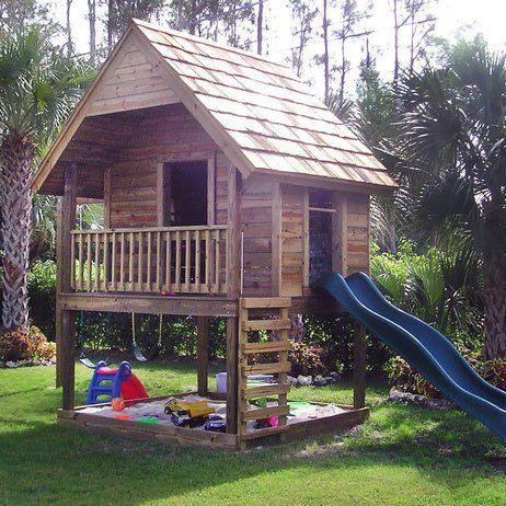 Une cabane pour jouer tout l 39 t jardins bac sable et - Construire une cabane de jardin pour enfant ...