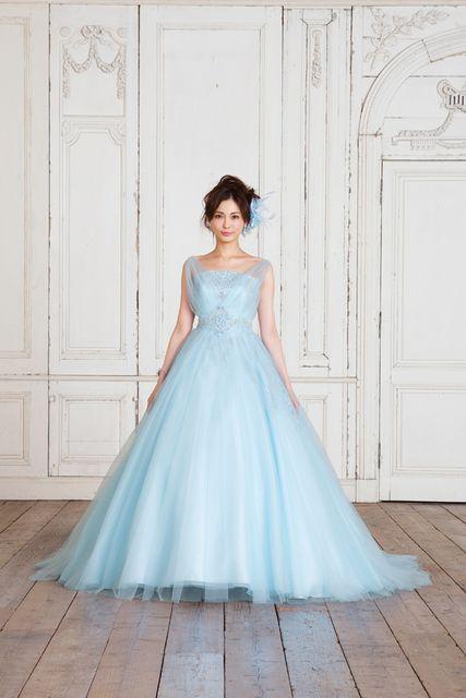 押切もえふんわり広がるドレスが素敵