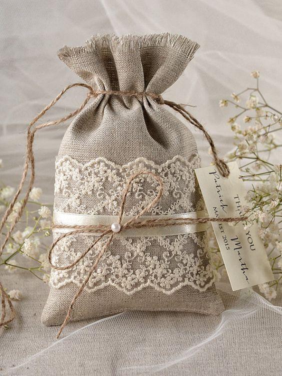 Rustique toile Wedding Favor sac dentelle par 4LOVEPolkaDots: