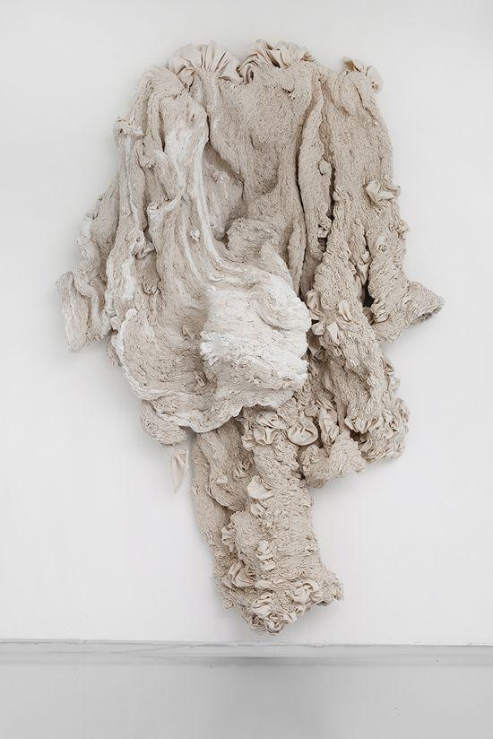 Hanne Friis – Light Stream – 2013. Canvas blanchi, cousu à la main.