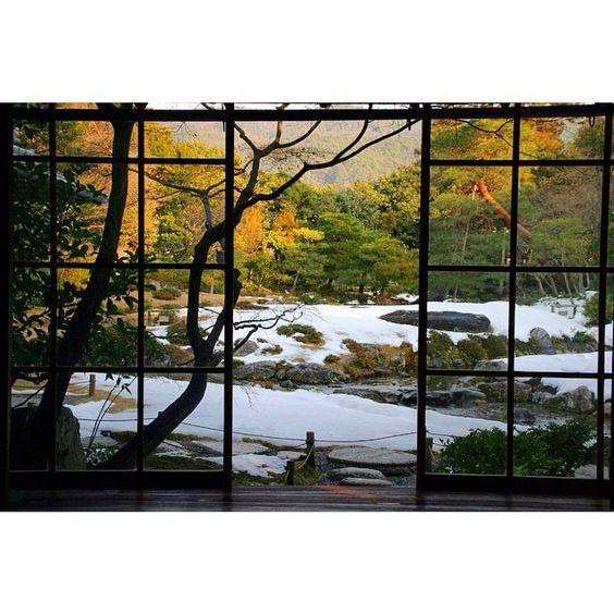 #無鄰庵 #京都#日本#日本庭園 #庭園#借景#庭#雪#kyoto#japan  #garden#snow#murinan#winter  無鄰庵  1日遅いスタートなので、今日は雪景色期待して無鄰庵へ。 ギリギリセーフかな…。