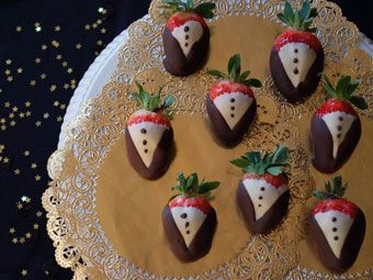 Tuxedo Strawberry -- i should make these and then ones that are also wedding dresses, or shoes, or something