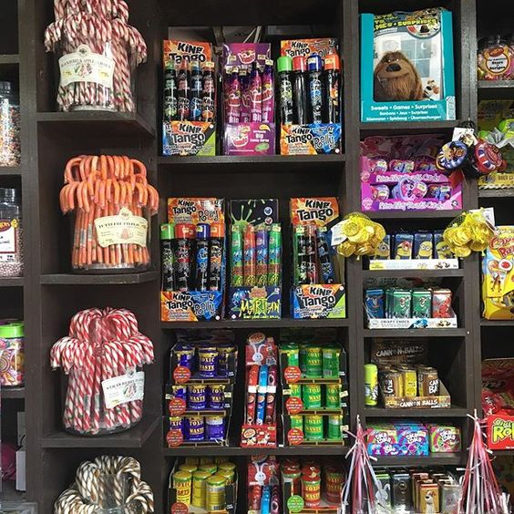 So much sweet Hardys Sweets, and I couldn't believe how many folks were waiting to pay when we were there. I bought a little bit too. Sugar is one sweetness I keep trying to avoid; I wish I did a better job of it. . Do you have a sweet tooth?