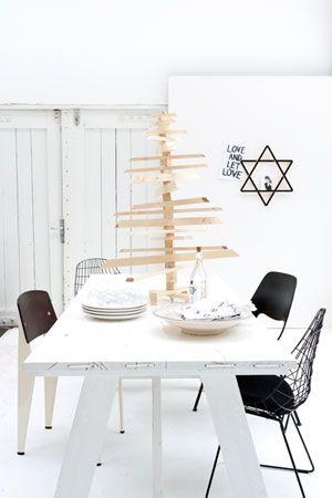 Kerstboom van hout | Christmas tree made of wood || Translation DIY: http://www.google.com/translate?sl=nl=en=http%3A%2F%2Fwww.vtwonen.nl%2Ftips-en-trucs%2Fzelfmaakplan%2Fkerstboom-van-hout.html