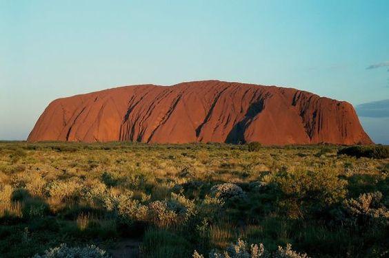 Uluru, Australien: Bei Sonnenuntergang beginnt ein beeindruckendes Farbenspiel...