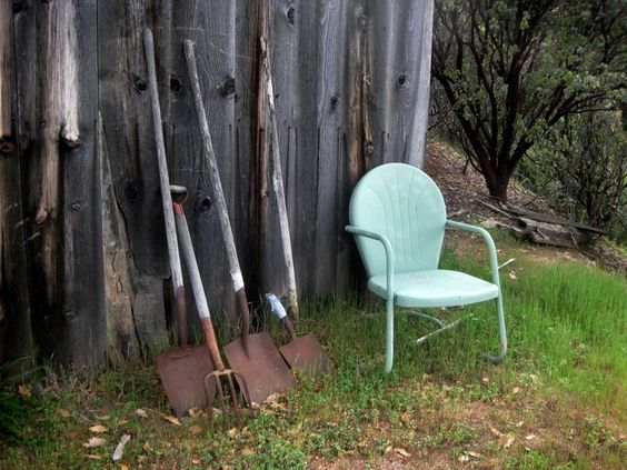 My grandparents had these lawn chairs! If I had it I would paint in Banner Red. put a pot of beautiful flowers on it with trailing vines spilling out the sides!