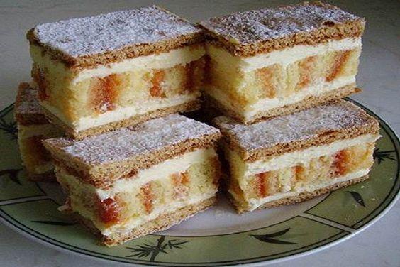 Csíkos sütemény: Esztétikailag is remekmű, és ízvilágában is különleges – az édes íz mellett a pikáns lekvár nagyon feldobja.