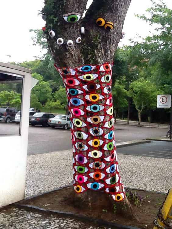 Yarnbombing Curitiba-Brasil   love the eyes: