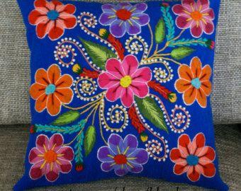 Cubiertas de la almohadilla peruano bordadas de lana de por khuskuy