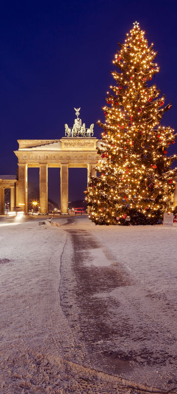Brandenburg gate in winter, Berlin (Germany)     |    25 Impressive photos of Christmas celebrations around the World. #17 Is Awesome!