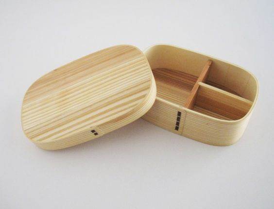 We love the new cedar bento series at Shio Design- this single level one is great for packing a delightful lunch. The cedar wood is used to keep the rice n