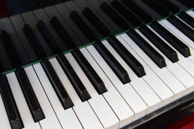 Learn How to Safely Whiten Those Yellowing Piano Keys
