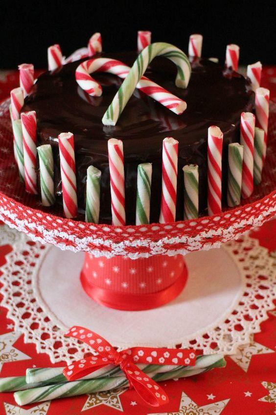Cheesecake de chocolate y peppermint con bastones de caramelo. ¡La tarta más navideña!