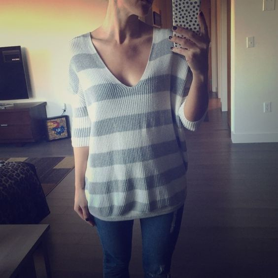 Express sweater Slouchy sweater! Perfect for cozy nights. Fits like a small. Express Sweaters V-Necks