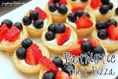 Patriotic Fruit Pizza...great treat for 4th of July celebrations...and simple enough that the kids can help make this tasty treat!  #fruitpizza @jugglingwithkids #cookie