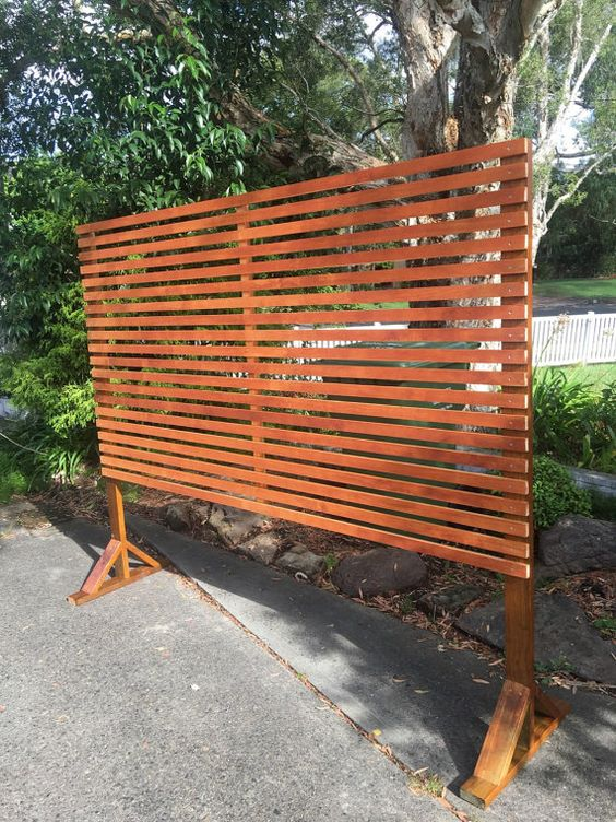 Timber privacy divider screen trellis with horizontal for Outdoor privacy screen planter
