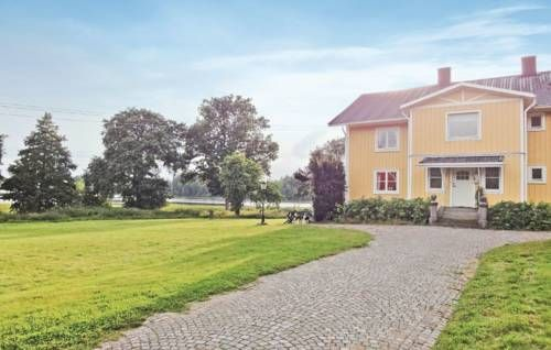 Holiday home Gamla Sirk�v�gen Urshult Urshult Holiday home Gamla Sirk?v?gen Urshult is a detached holiday home with a terrace, set in Urshult in the Kronoberg Region. The unit is 38 km from V?xj?. Free private parking is available on site.