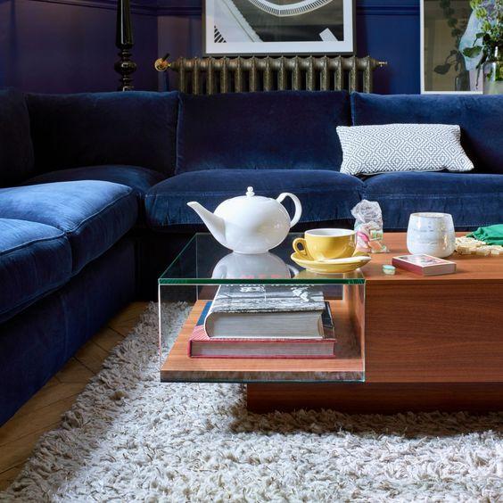 Un canapé en velours classic blue
