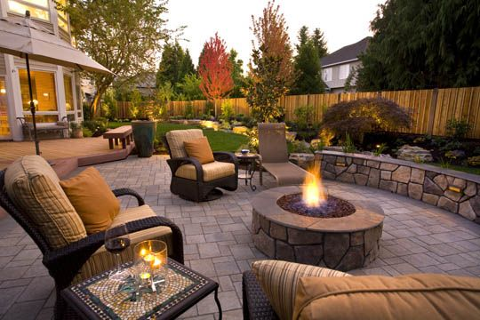 Great patios courtyards and outdoor livingrooms paver for Great outdoor patio ideas