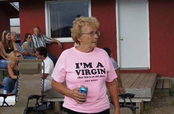 21 personnes âgées qui savent pas ce quils portent   ces personnes agees ne savent pas ce qu elles portent 3