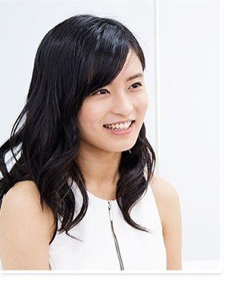 インタビュー中のかわいい小島瑠璃子