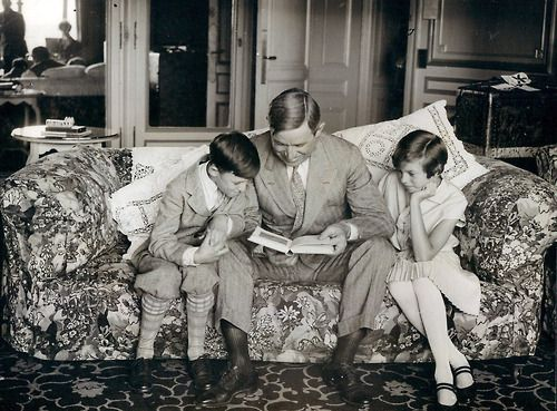 Will Rogers reads.