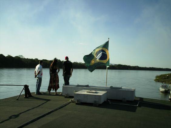 Em cima do Vapor Benjamim Guimarães com vista pro Rio São Francisco