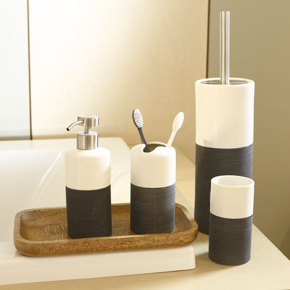 Accessoires salle de bain http://www.zodio.fr/idees-deco/basico ...