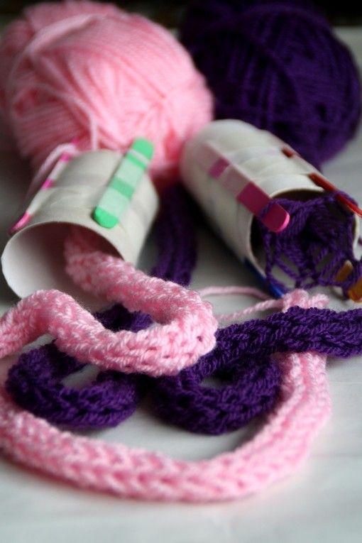 Fabriquer un tricotin 4 b tons de glace du scotche et un rouleau de papier - Fabriquer porte papier toilette ...