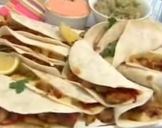 Grandiosos tacos de pollo con masa casera.