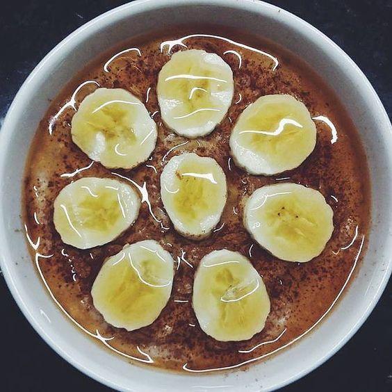 O melhor pequeno-almoço para arrancar a semana  Papas de aveia e banana com Golden Syrup Flavour da @mws.pt   #bomdia #pequenoalmoco #breakfast #breakfastlovers #papasdeaveia #oats #oatmeal #missfitteam #comidadobem #maispertoqueontem #beyourownhero ( # @anahgmonteiro)