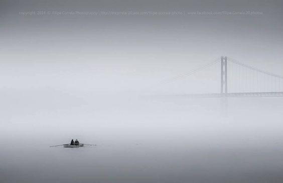 Ponte 25 de Abril na bruma, Lisboa  By Filipe Correia