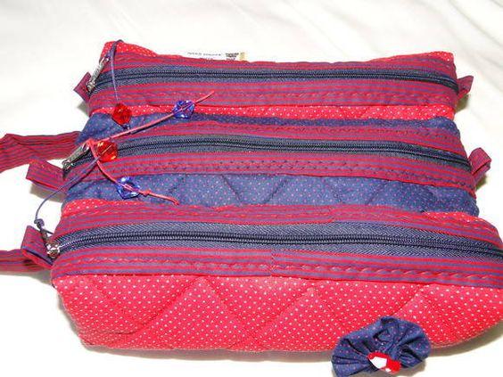 Estojo com tres reparticoes, pratico, leve e organiza a mochila da sua filha ou filho, personalizado, alem de ser um charme!! 100% algodao, com forro em manta acrilica.