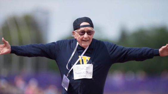 100-year-old World War II veteran runs 100-meter dash